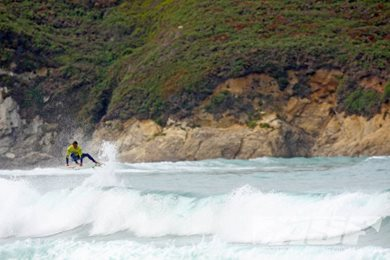 Day 1 of the Cabreiroa Pantin Classic Pro Opens in Fun Surf