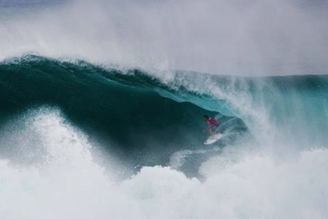 South Africa's De Vries Tastes Perfection in Giant Surf at Vans World Cup of Surfing