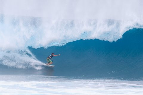 Geiselman Flawless, Eliminates Florence at Volcom Pipe Pro